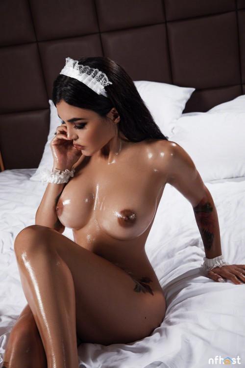 Kalinka Fox Maid Naked Host Celebsroulette 1