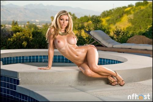 Heather Vandeven Poolside (35)
