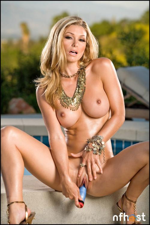 Heather Vandeven Poolside (47)
