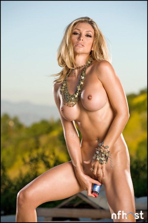 Heather Vandeven Poolside (53)