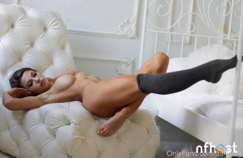 Daria Shy nude (16)