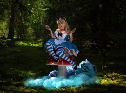 Kalinka-Fox-as-Alice-in-Wonderland-1.jpg