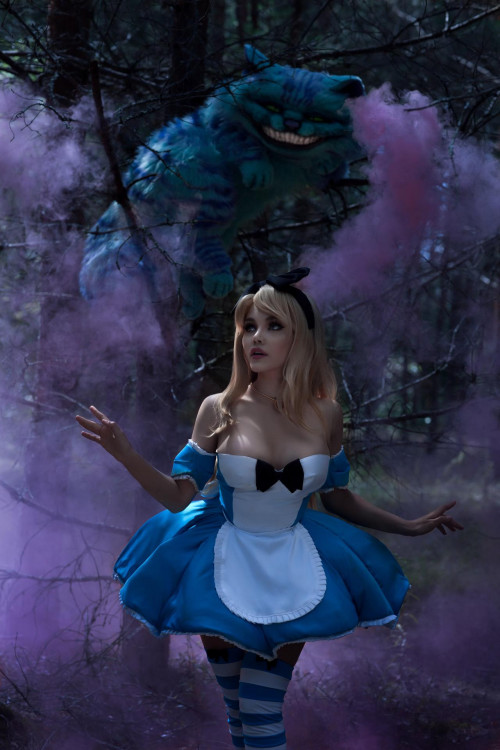 Kalinka-Fox-as-Alice-in-Wonderland-2.jpg