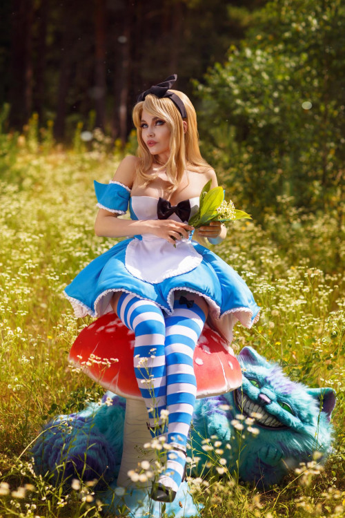 Kalinka-Fox-as-Alice-in-Wonderland-6.jpg