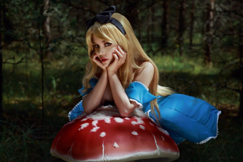 Kalinka Fox as Alice in Wonderland (7)