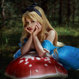 Kalinka-Fox-as-Alice-in-Wonderland-7