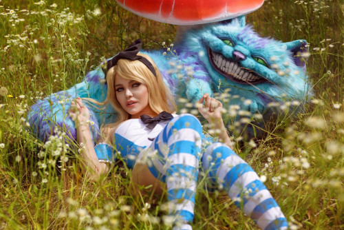 Kalinka-Fox-as-Alice-in-Wonderland-9.jpg