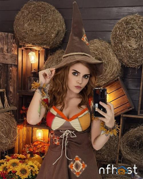 Kalinka-Fox---Hermione-Backstage-2.jpg