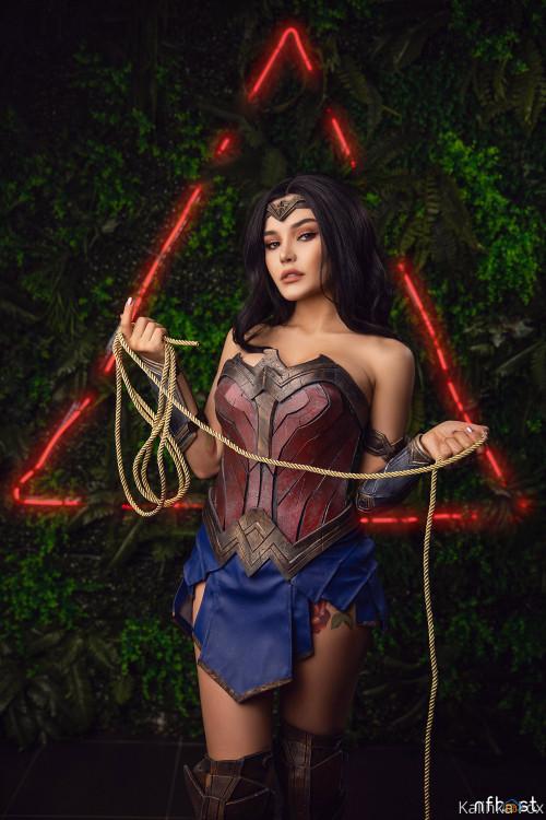 Kalinka Fox Wonder Woman (4)