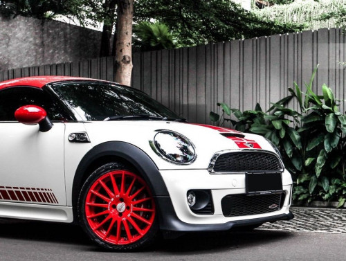 OZ_Racing_Superturismo_GT_Limited_edition_18_Mini_Cooper_Works_5_x.jpg