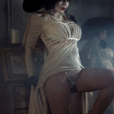 Kalinka-Fox---Lady-Dimitrescu-1
